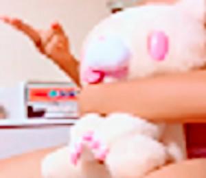 【ovz投稿作品】激カワ!J★の自撮りオナてんこ盛り(美少女)【Live445】〇友達に服を脱がされるが謎の人形で死守